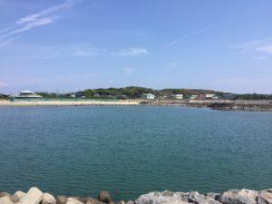佐久島大浦海水浴場の堤防