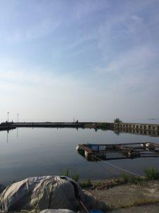 「生来川」と「知内川」の間の漁港