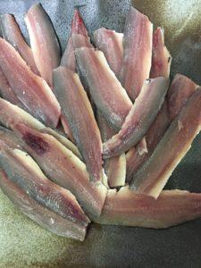 ショアジギで釣ったイワシを刺身にしました
